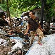 Hunt for survivors as Indonesian tsunami death toll ...